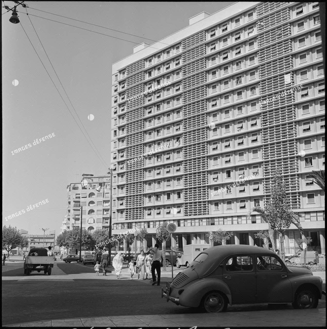 Un grand immeuble de la ville d'Alger.