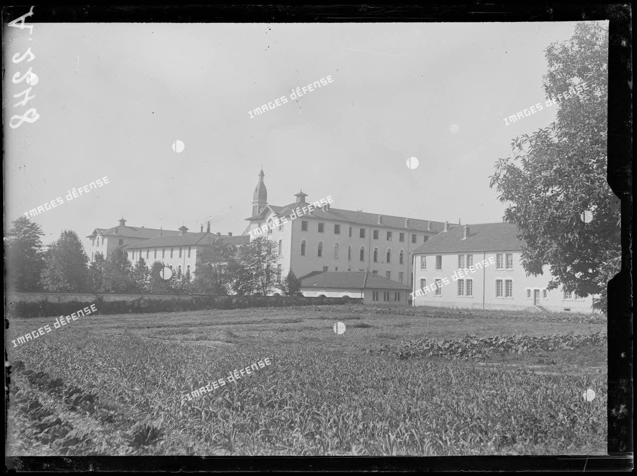 Côte-Saint-André (Isère). Hôpital sanitaire. Vue générale. [légende d'origine]