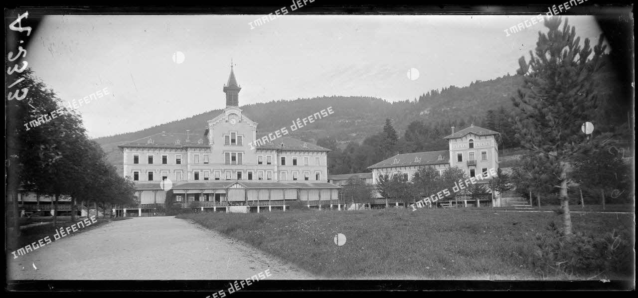 Hauteville (Manche). Sanatorium Mangini. Pavillon central et Est. [légende d'origine].