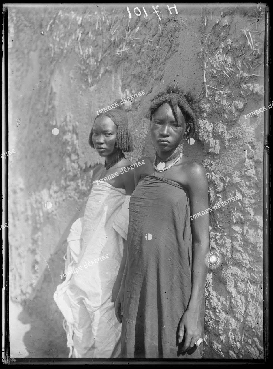 Karnak- Logone. Jeunes femmes kotoko. [légende d'origine]
