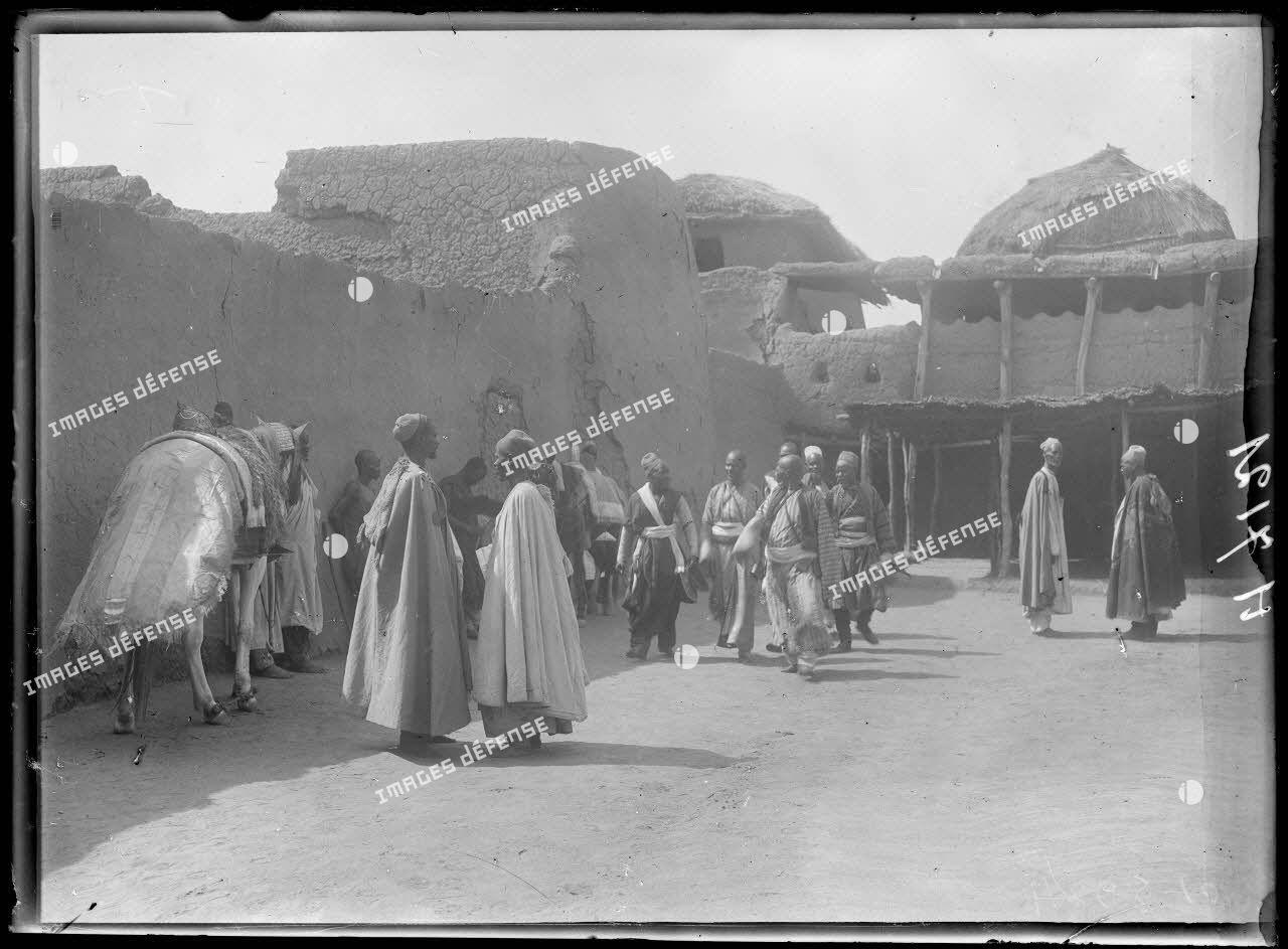 Karnak-Logone. 2e cour du palais du sultan. [légende d'origine]