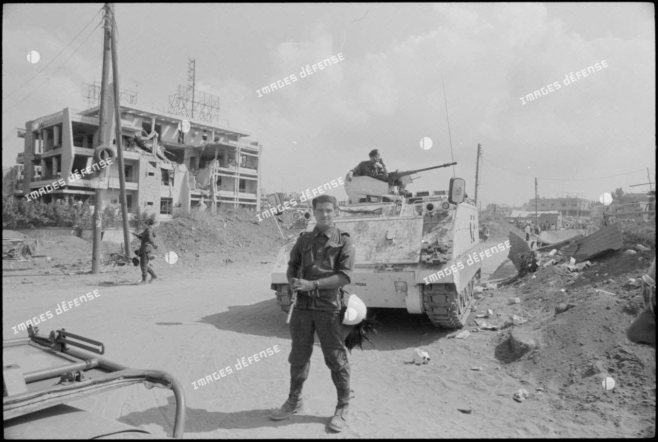 Poste de l'armée italienne sur la route de l'aéroport à Beyrouth.