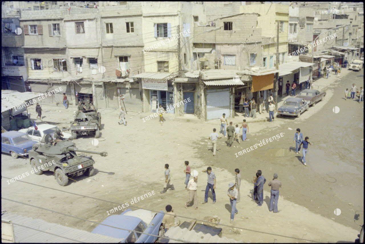 Automitrailleuses du 1er régiment de hussards parachutistes (RHP) au carrefour de Sabra et Chatila, Beyrouth.