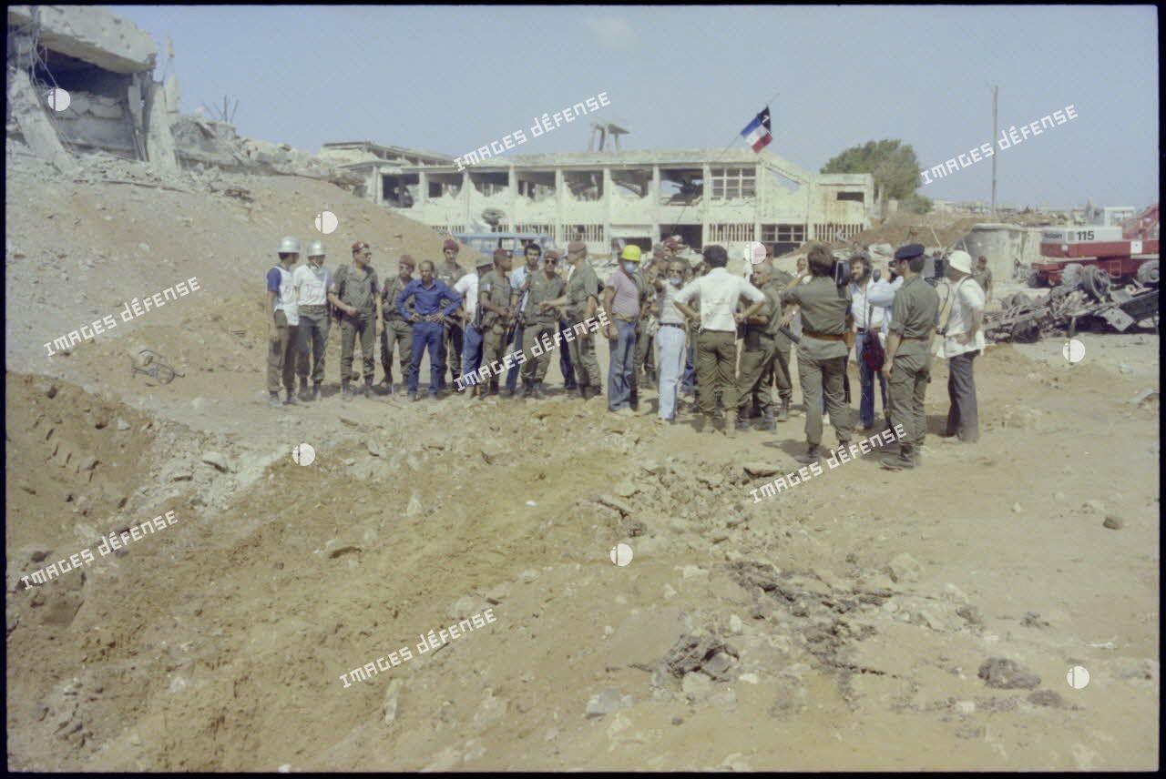 Le 17e régiment du génie parachutiste (RGP) rencontre des organisations humanitaires dans le camp de Chatila, Beyrouth.
