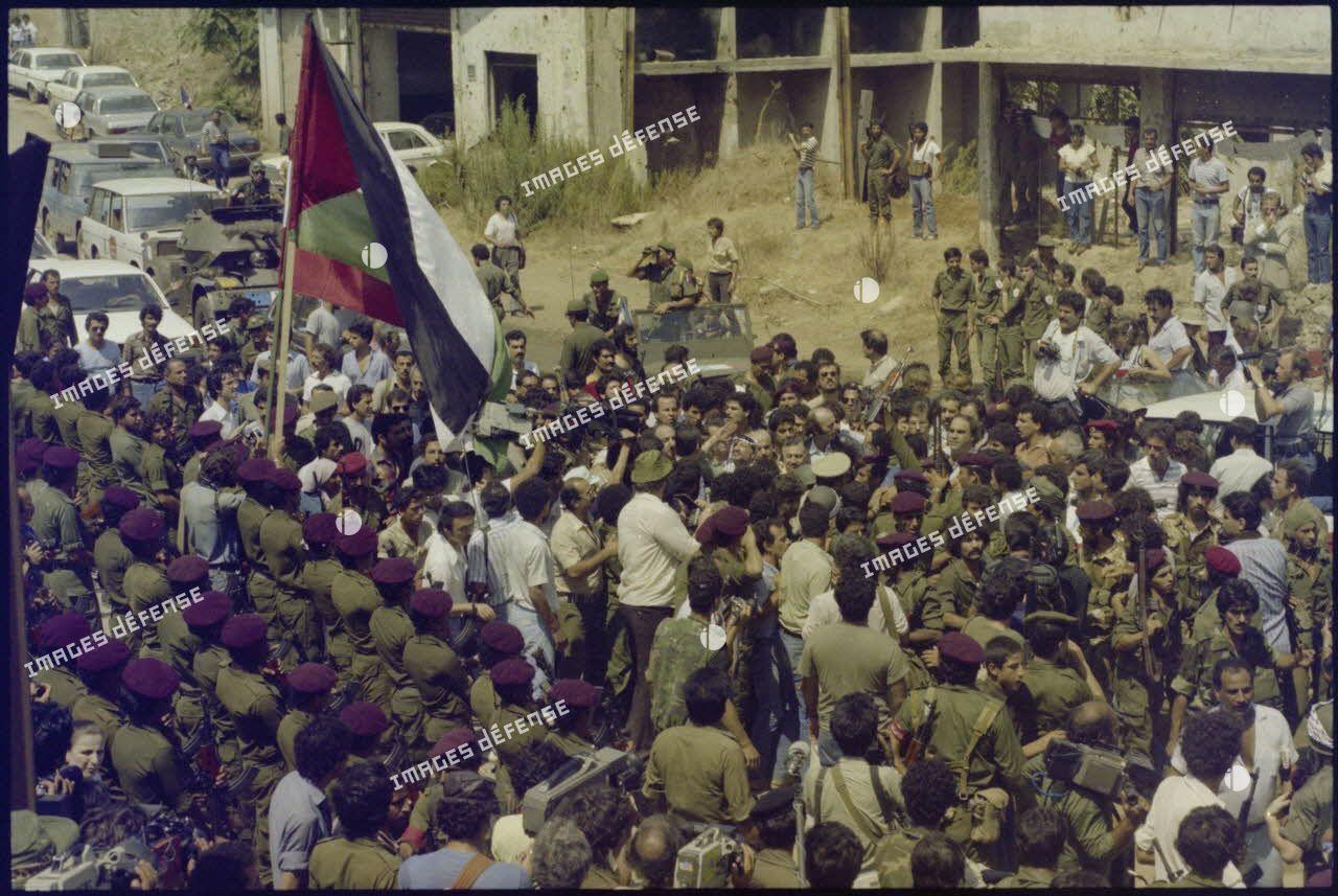 Arrivée de Yasser Arafat dans le port de Beyrouth avant son évacuation de la ville.