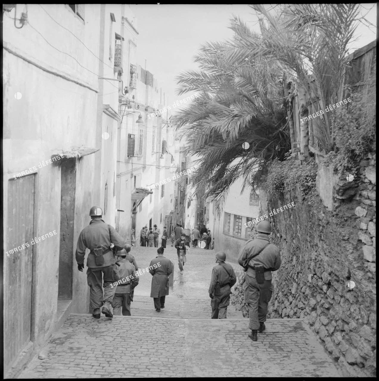 Opération de police dans la casbah d'Alger.