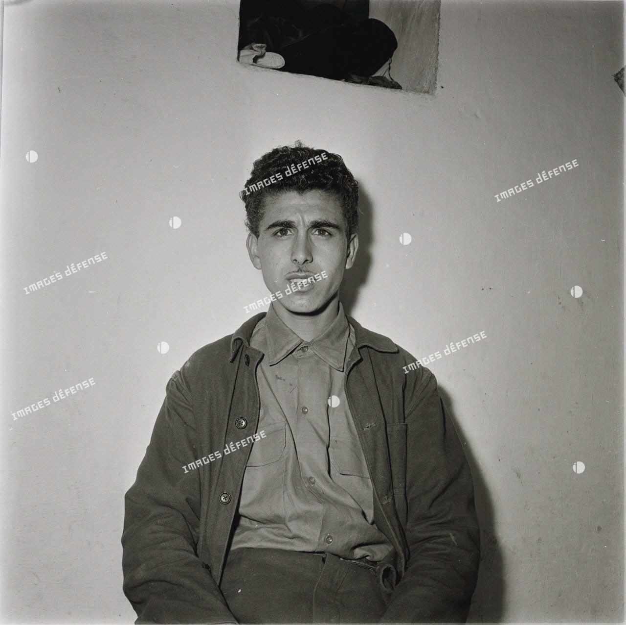 Visages d'hommes et [de] femmes d'Algérie. Extr. Série identités 1959, arabe et kabyle. [légende d'origine]