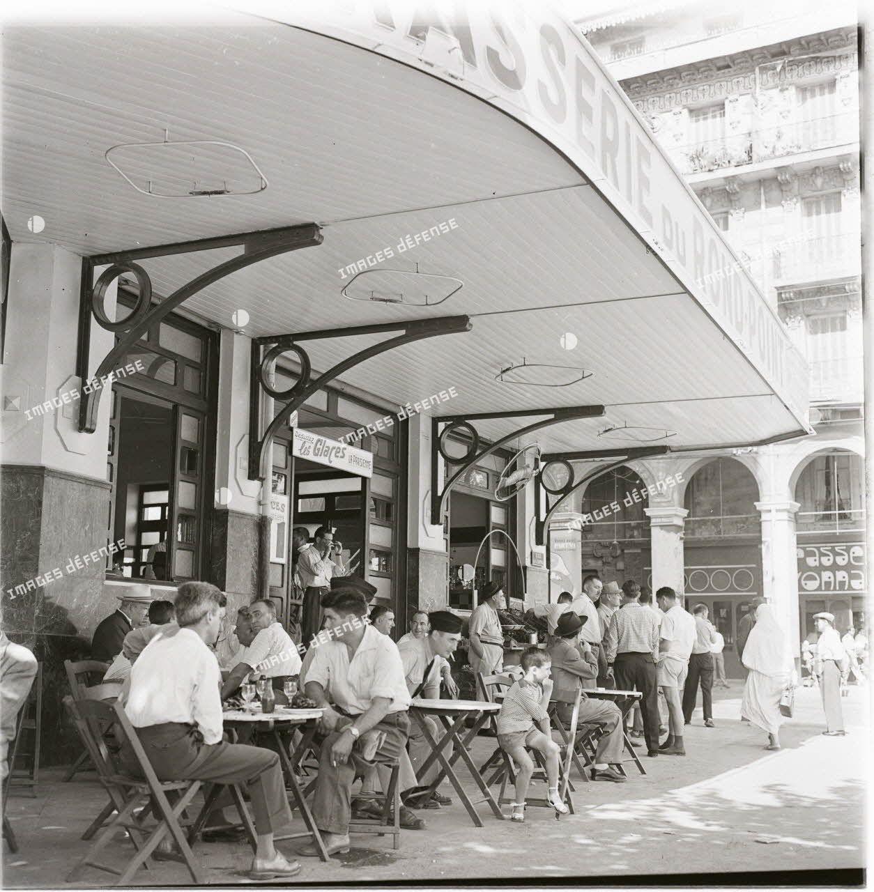 Alger, 24 avril 1961. [légende d'origine]