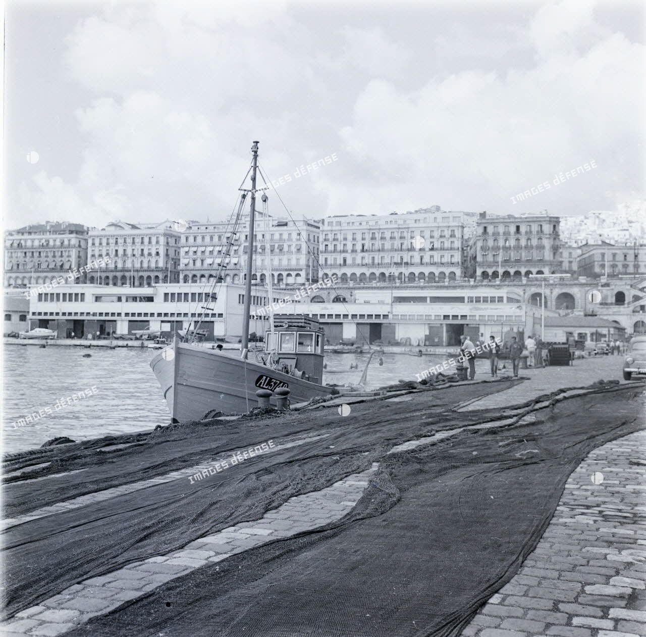[Le port d'Alger, 1954-1962.]