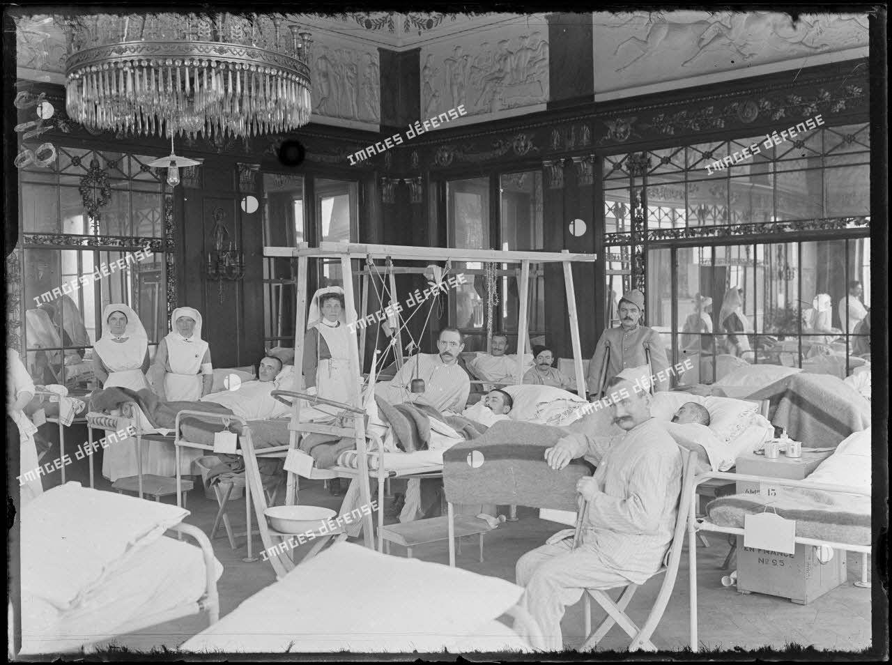 Paris. Hôpital hollandais du Pré Catelan. Aspect de la grande salle du rez-de-chaussée. [légende d'origine]