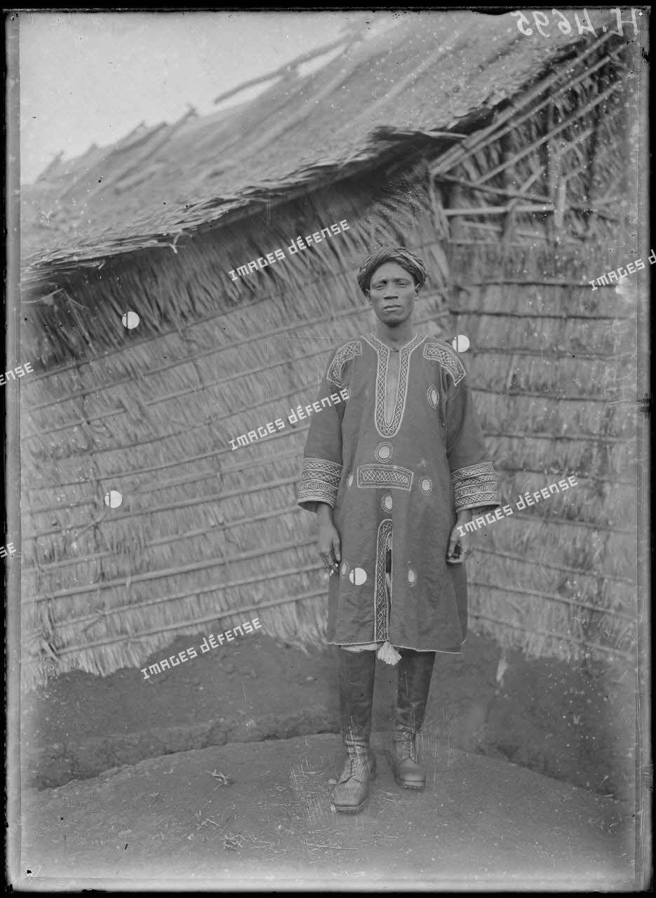 Nkongsamba. Le chef haoussa Mama. [légende d'origine]