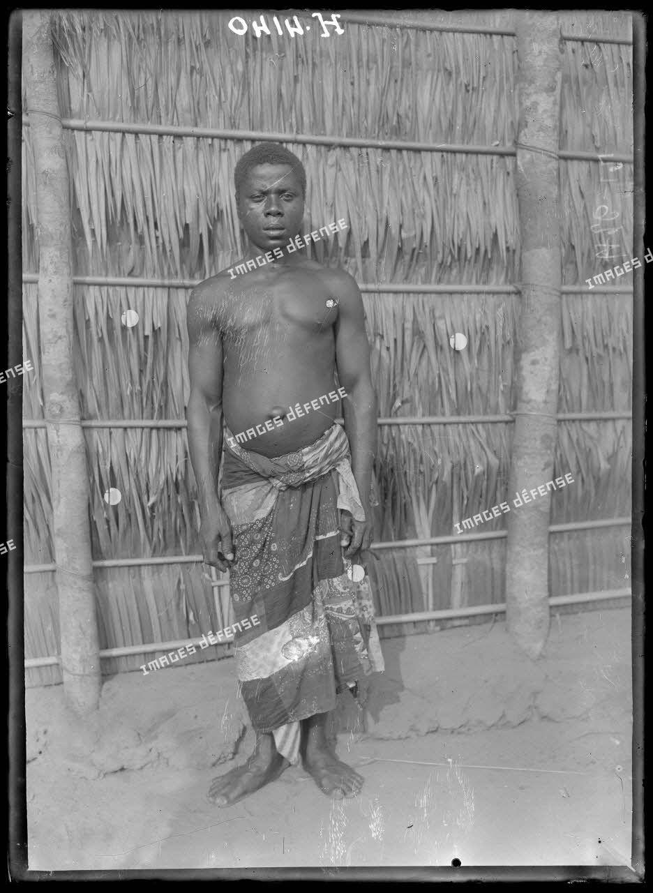Douala. Type d'homme du pays de Douala. [légende d'origine]