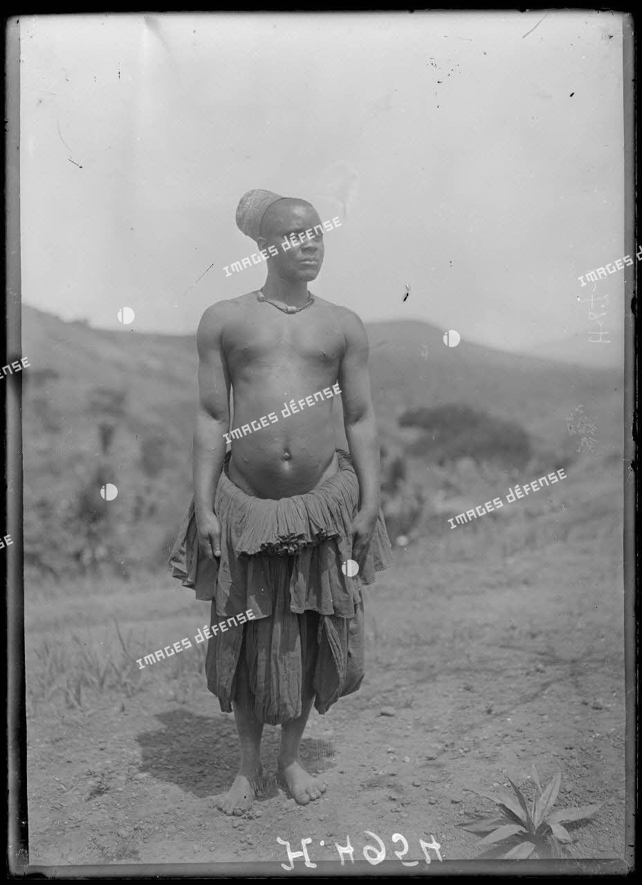 Bana. Bakassa, chef de race Grasfield. [légende d'origine]