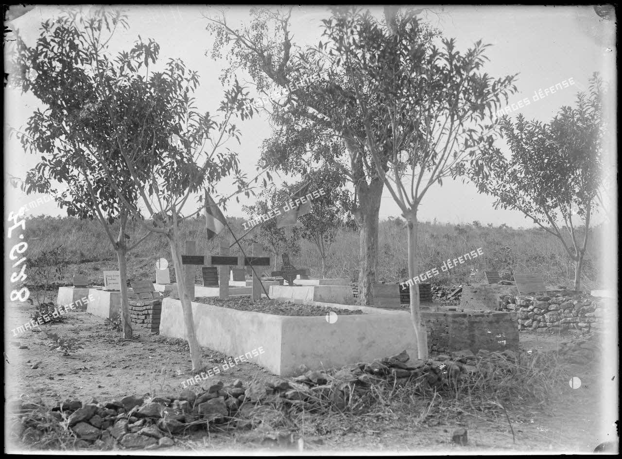 Garoua. Le cimetière. [légende d'origine]
