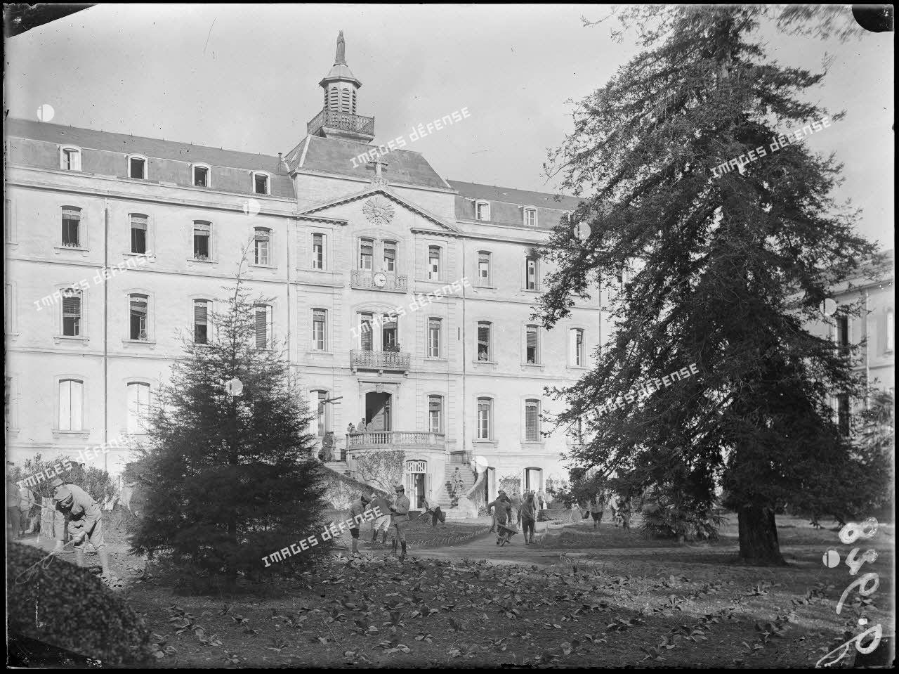 Montpellier. Façade principale du centre neurologique de la 16e Région. [légende d'origine]