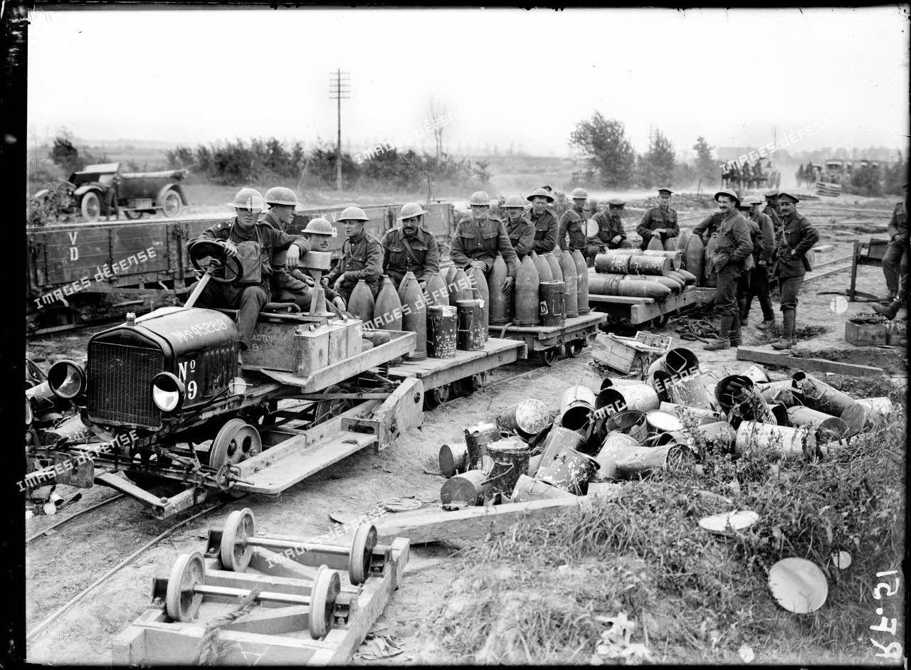 The Battle of Flanders, British ammunition being taken up to the guns over ground newly captured. [légende d'origine]