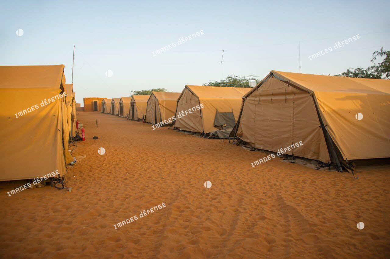 Tentes de la base opérationnelle avancée temporaire (BOAT) de Madama, lieu de la nouvelle implantation de l'armée française au Niger.
