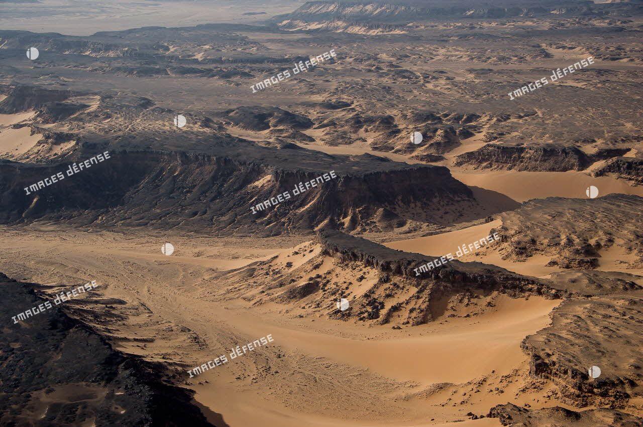 Plateaux rocheux à Madama, dans le désert nigérien.