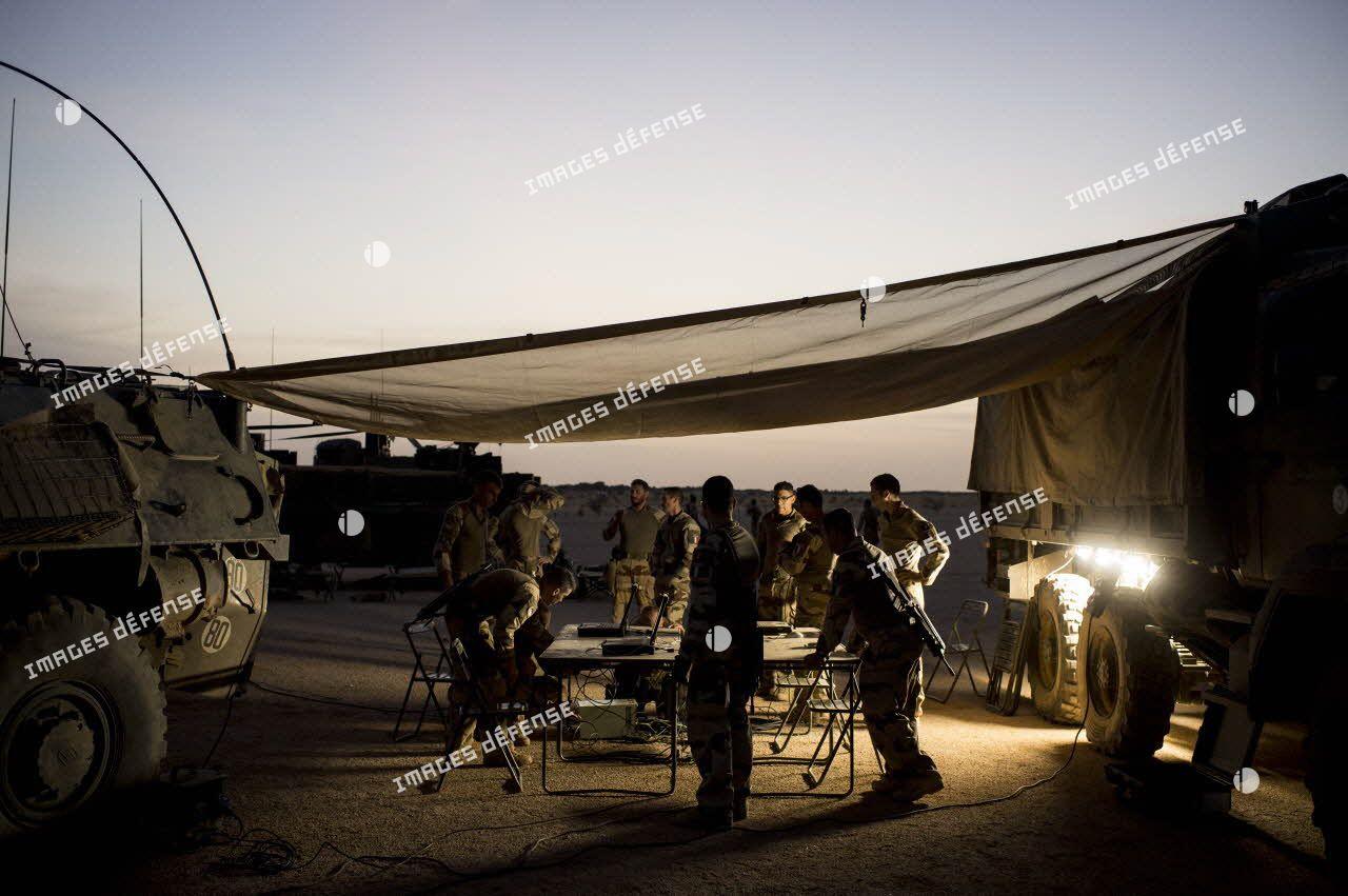 Mise en place d'un poste de commandement sur une base opérationnelle avancée temporaire (BOAT) à Kidal.