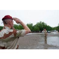 Minute de silence au PCIAT (poste de commandement interarmées de théâtre) de la force Barkhane, en hommage aux victimes de l'attentat de Nice du 14 juillet 2016 et à l'occasion du deuil national.