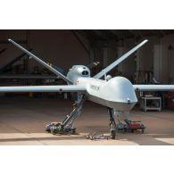 Prise de vue technique d'un drone MALE (moyenne altitude longue distance) de reconnaissance General Atomics MQ-9 Reaper, mis en oeuvre par le détachement drône français de l'escadron 1/33 Belfort, sur la base aérienne de Niamey.