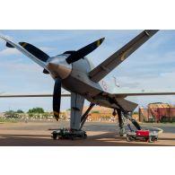 Prise de vue technique d'un drone MALE (moyenne altitude longue distance) de reconnaissance General Atomics MQ-9 Reaper, mis en oeuvre par le détachement drône français de l'escadron 1/33 Belfort, sur la base aérienne de Niamey. Vue du turbopropulseur.