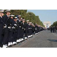 Inspection des équipages de la Marine nationale avant de défiler lors du 14 juillet 2018 à Paris.