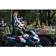 Monsieur Emmanuel Macron, président de la République française, remonte les Champs-Elysées à bord du
