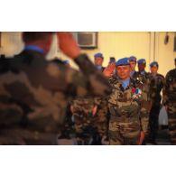 Cérémonie aux couleurs au camp de Pleso à Zagreb en présence du général Schwerdorffer, commandant des éléments français (COMELEF) et responsable de la zone de Zagreb et du colonel Badie, chef d'état-major.
