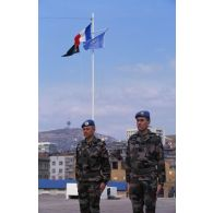 Le général de corps d'armée Janvier commandant la FORPRONU visite le BAT 4 de Sarajevo tenu par le 21e RIMa.