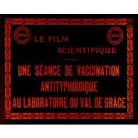 Une séance de vaccination antityphoïdique au laboratoire du Val-de-Grâce.