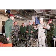 Visite des généraux britanniques White Spunner et Mac Coll à l'aéroport de Kaboul.