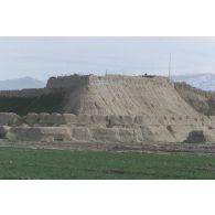 Remparts de la citadelle de Quala i Jangi près de Mazar e Charif.