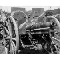 Compilation d'images d'artillerie et de cavalerie.
