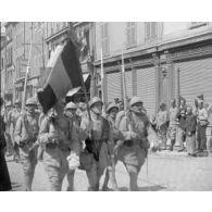 [Revues, défilés ; Paris : cérémonie mortuaire en présence du Président Millerand.]