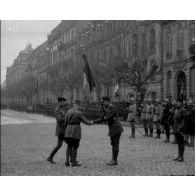 Rhénanie : revue par les généraux Pétain et Castelnau.