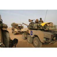 Déploiement de l'opération de la force européenne EUFOR Tchad/RCA (République centrafricaine) : départ en patrouille d'un détachement du bataillon Centre à proximité du camp de Forchana.