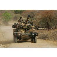 Déploiement de l'opération de la force européenne EUFOR Tchad/RCA (République centrafricaine) : un véhicule blindé léger ERC-90 Sagaie, élément d'un détachement du bataillon Centre, est en patrouille à proximité du camp de Forchana.