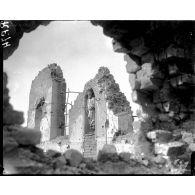 Les ruines de l'église de Brelen en Belgique. Un poste de secours britannique pendant la bataille de Broodseinde, octobre 1917.