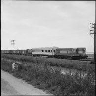 Arrivée d'un train du Croissant-Rouge égyptien en gare de Port-Saïd.