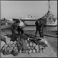 Rembarquement des dernières troupes françaises à Port-Fouad.