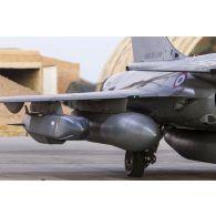 Système de croisière conventionnel autonome à longue portée (SCALP-EG) sous l'aile d'un avion Rafale sur la base aérienne projetée (BAP) en Jordanie.
