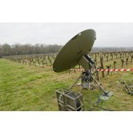 Antenne Syracuse HD Tac d'une section SAMP/T Mamba lors de l'exercice Nawas 2012.