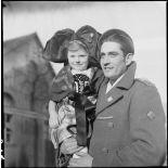 Portrait d'un reporter du SCA et d'une enfant alsacienne.