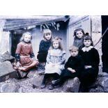 Groupe de petits Noyonnais. [légende d'origine]