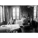 Place de Verdun. Le général Mangin à son bureau. [légende d'origine]