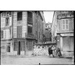 Verdun. Barricade dans une rue. [légende d'origine]