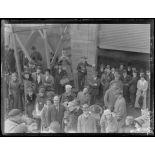 San Francisco. Les Américains sur le quai. Le maire de la ville en premier plan, tête nue. [légende d'origine]