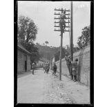 Dans la Somme. Pose de lignes télégraphiques (juin 1916). [légende d'origine]