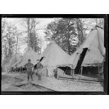 Près de Saint Dizier, Haute Marne. Exploitation forestière américaine. Campement en pleine forêt. [légende d'origine]